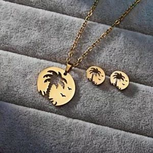 Palm Trees Necklace & Earrings Set. 🆕